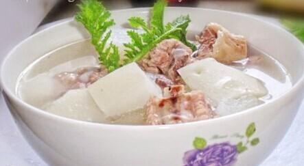 海带结萝卜排骨汤_萝卜排骨汤